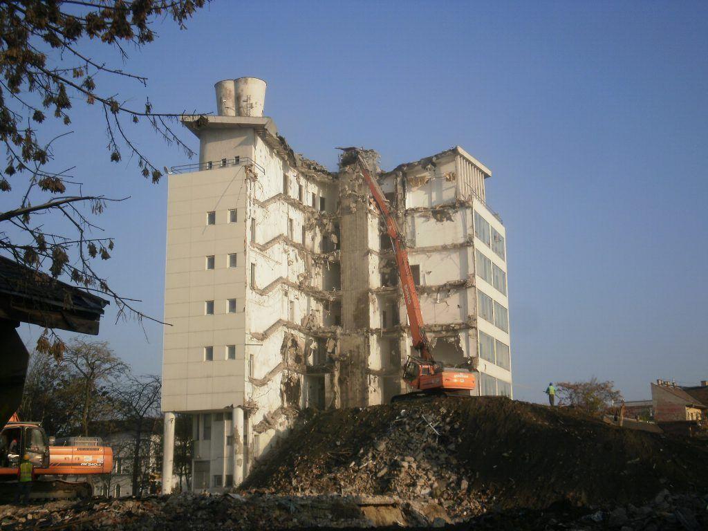 Dózsa György úti épületek bontása